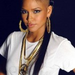 Nice hairstyle, big earrings and necklaces. She's fashion!
