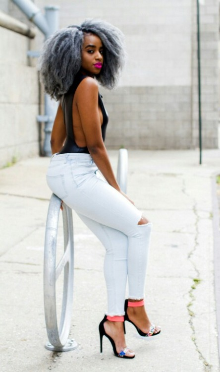 Gray natural hairstyle, slim torn jeans and heels