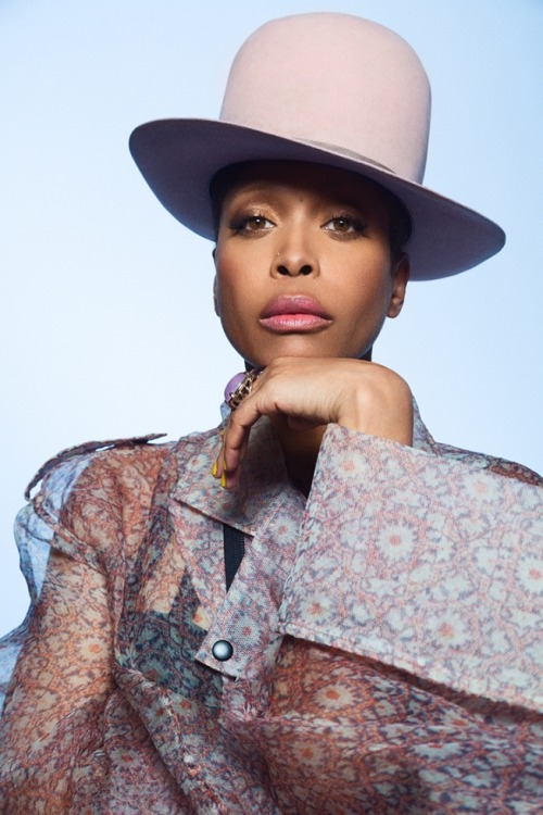 Erykah Badu wears a wonderful hat