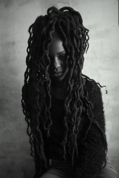 Incredible long locs hairstyle !