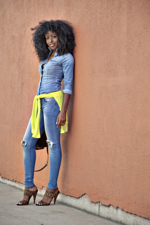 Curly hairstyle, denim shirt and torn slim jeans, leopard heels