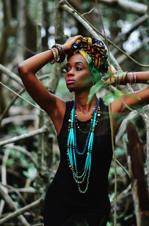 African Fashion : headscarf, necklaces, bracelets and black dress