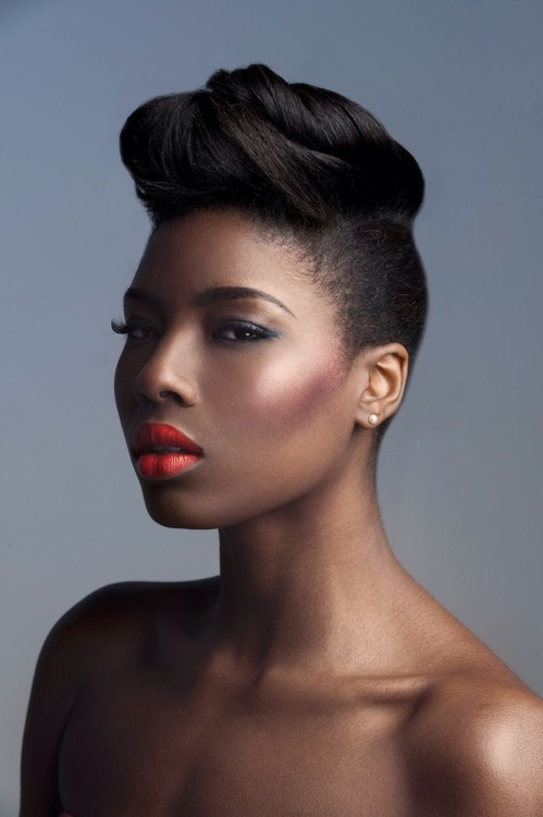 Nice makeup and short natural hairstyle