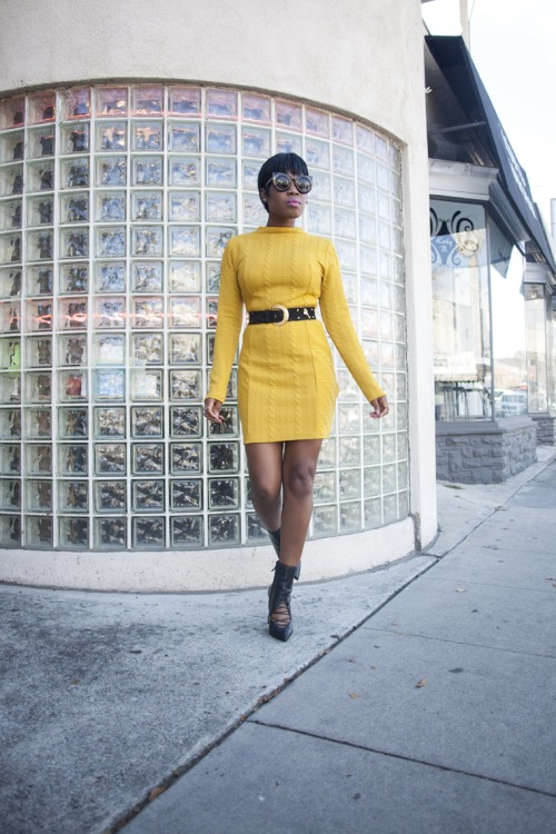 Short yellow dress and amazing sunglasses