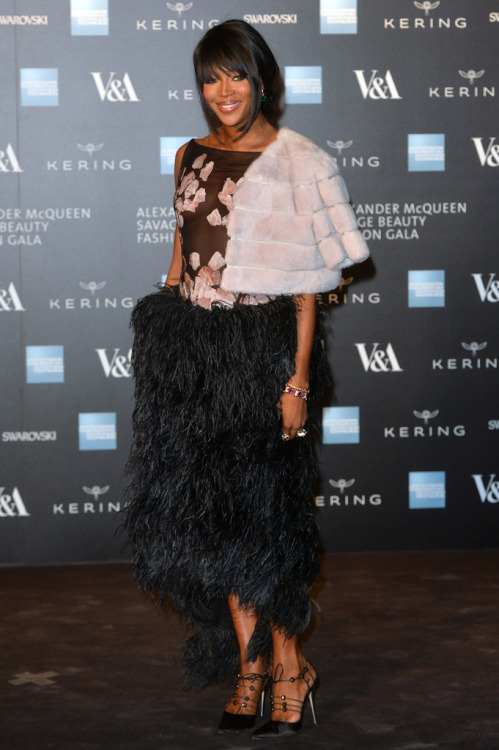 Naomie Campbell wears incredible black skirt