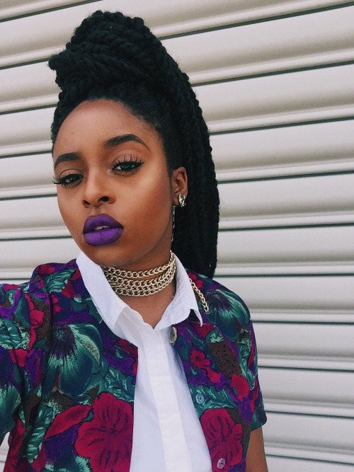 Twists hairstyle and purple lipstick !