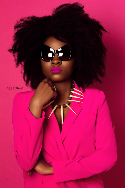 Fuchsia style with sunglasses and necklace