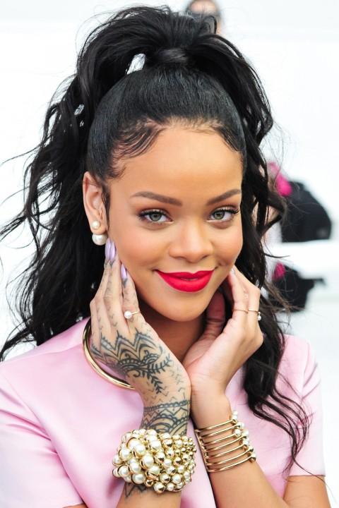 Rihanna lipstick queen scarlet