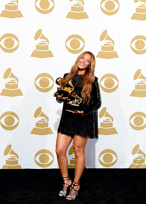 Beyonce short black dress at Grammy Awards