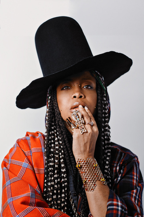 Erykah Badu braids hairstyle, black high hat, big rings, piercings