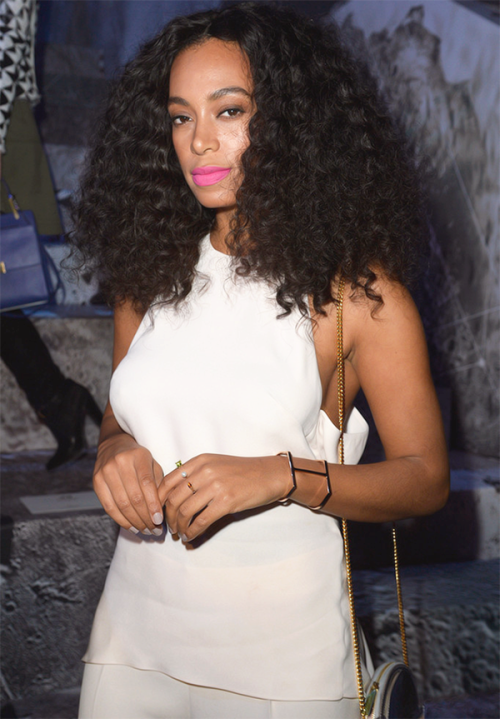 Solange Knowles natural hairstyle and pink lipstick