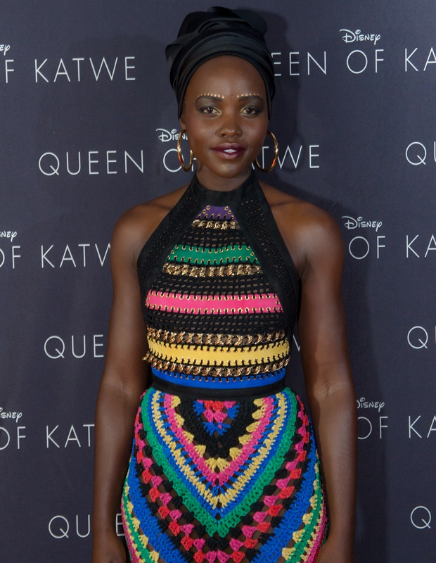Lupita Nyong'o colorfull dress and nice makeup for Queen of Katwe